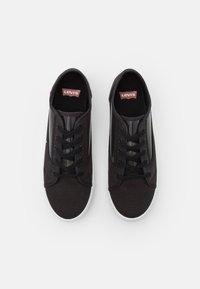 Levi's® - MALIBU TRANSPARENT - Sneakers laag - regular black - 4