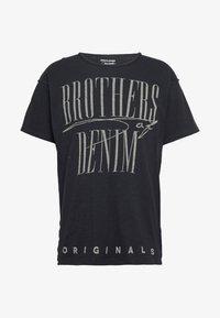 Jack & Jones - JORBODEN TEE CREW NECK - T-shirt med print - tap shoe - 3