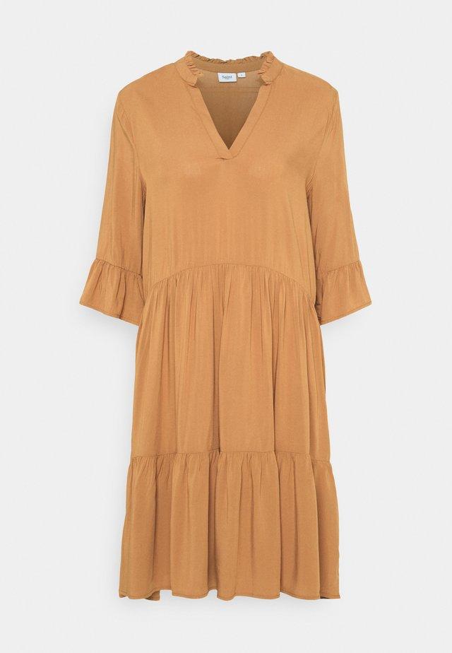 EDASZ SOLID DRESS - Korte jurk - toasted coconut