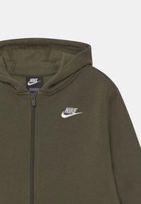 Nike Sportswear - PLUS HOODIE CLUB - Mikina na zip - cargo khaki - 2