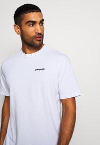 Patagonia - LOGO RESPONSIBILI TEE - T-shirt imprimé - white - 3