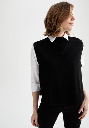 REGULAR FIT - Basic T-shirt - black
