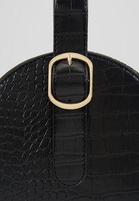 NAF NAF - RSOLYE - Håndtasker - noir - 6