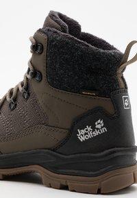 Jack Wolfskin - ASPEN TEXAPORE MID  - Winter boots - coconut brown/black - 5