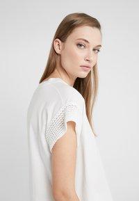 CLOSED - WOMEN´S TOP - Print T-shirt - ivory - 3