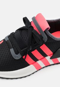 adidas Originals - U_PATH RUN UNISEX - Trainers - core black/flash red/grey five - 5