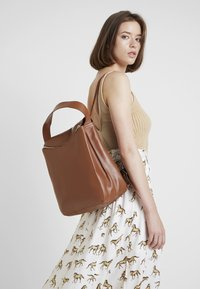 KIOMI - LEATHER - Batoh - cognac - 1
