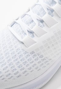 Nike Performance - AIR ZOOM PEGASUS 37 - Juoksukenkä/neutraalit - white/metallic silver/aura - 5