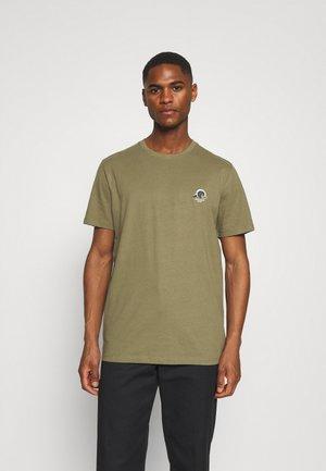 SLHFATE CAMP O NECK TEE - T-shirt z nadrukiem - dusky green