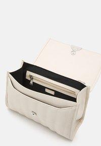 PARFOIS - CROSSBODY BAG CHUCK M - Across body bag - white - 2