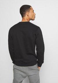 Champion - LEGACY TAPE CREWNECK - Sweatshirt - black - 2