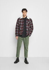 TOM TAILOR DENIM - RELAXED - Trousers - sea spray