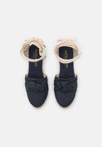JUTELAUNE - KNOT VEGAN - Platform sandals - navy - 5