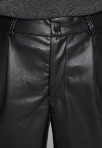 Noisy May Petite - NMWALI PENNY BERMUDA PETITE - Shorts - black - 4
