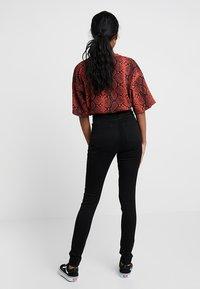 Monki - OKI - Slim fit jeans - black deluxe - 3