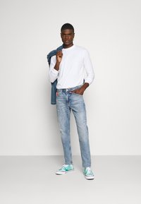 Tommy Jeans - REY RELAXED TAPERED - Relaxed fit jeans - philly light blue comfort dest - 1
