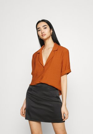 PLUNGE SHORT SLEEVE - Button-down blouse - rust