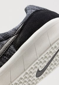 Nike SB - TEAM CLASSIC PRM - Trainers - black/summit white - 5