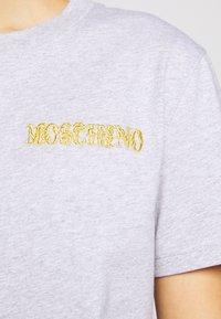 MOSCHINO - Printtipaita - grey - 5