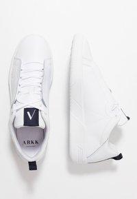 ARKK Copenhagen - UNIKLASS - Trainers - white/midnight - 1