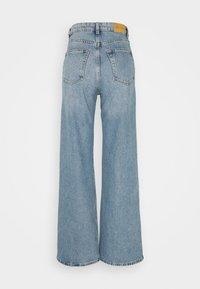 Monki - YOKO  - Flared Jeans - blue medium dusty - 5