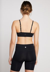 Cotton On Body - WORKOUT YOGA CROP - Sports-BH - black - 2