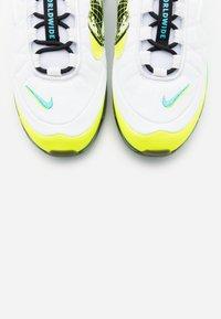 Nike Sportswear - MX-720-818 UNISEX  - Sneakersy niskie - white/black/blue fury/volt/summit white/flash crimson - 4