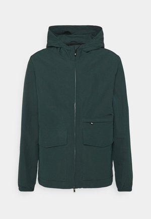 LUKE JACKET - Lehká bunda - dark green
