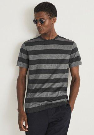 TUNBRIDGE - Print T-shirt - grey