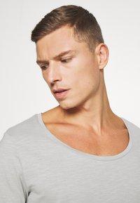 Pier One - T-shirt - bas - light grey - 3
