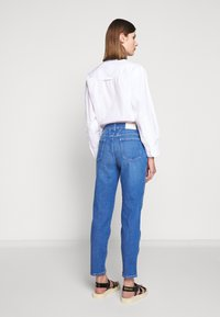 CLOSED - PEDAL PUSHER HIGH WAIST CROPPED LENGTH - Džíny Relaxed Fit - mid blue - 2