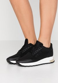 DKNY - MELZ LACE UP  - Trainers - black - 0