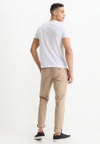 Tiffosi - BRIAN - Print T-shirt - blanc - 2