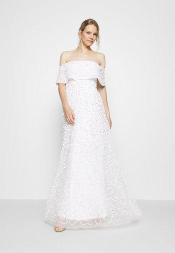 SCATTERED SEQUIN BARDOT MAXI DRESS - Vestido de fiesta - white