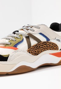 Vans - VARIX - Sneakers laag - spicy orange/guacamole - 2