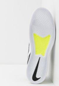 Nike Performance - COURT AIR MAX VAPOR WING MS - Tennisschoenen voor alle ondergronden - black/white/volt - 4