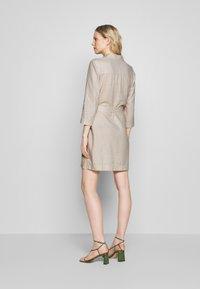 Esprit - Skjortklänning - sand - 2
