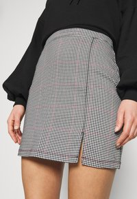 Hollister Co. - STRUCTURED PLAID MINI  - Miniskjørt - black - 4