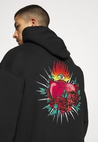 Mennace - HAVANA TATTOO HEART HOODIE - Sweatshirt - black