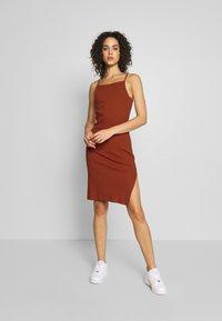 Even&Odd - Pouzdrové šaty - potter's clay - 1