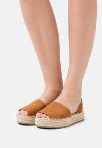 Emmshu - LUZIA - Korkeakorkoiset sandaalit - brown - 0