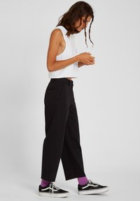 Volcom - WHAWHAT CHINO PANT - Trousers - black - 2