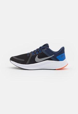 QUEST 4 - Neutral running shoes - black/light smoke grey/midnight navy/hyper royal/white/hyper crimson