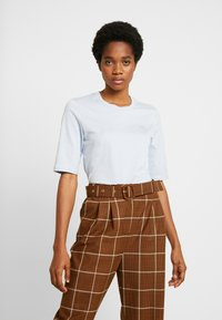 Lacoste - ROUND NECK CLASSIC TEE - T-Shirt basic - phoenix blue - 0
