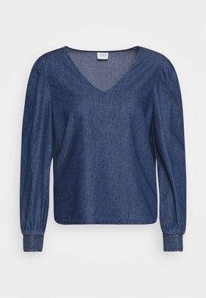 JDYEVELYN SMOCK - Blouse - medium blue denim
