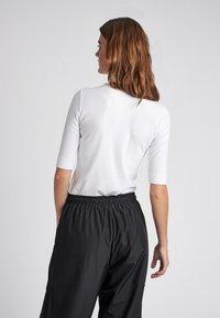 Hummel Hive - CAROLINE - T-shirts print - white - 2