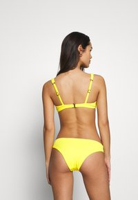 Maaji - SUBMARINE SUBLIMECLASSIC CHEEKY CUT - Bikini bottoms - yellow - 2