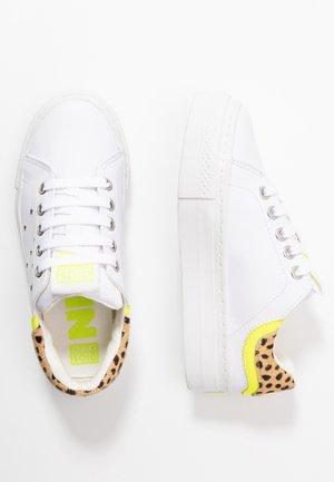 CLAYTON - Sneaker low - white