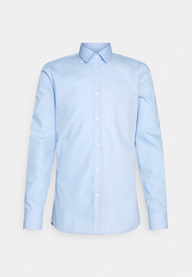 ELISHA - Camicia elegante - pastel blue