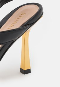 Stuart Weitzman - BEATRIX WRAP - Sandals - black/gold - 6